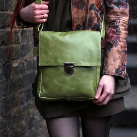 Envelope Medium Messenger Apple Green Leather Pushlock