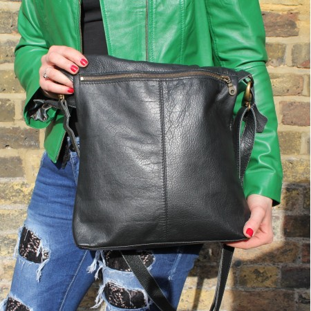 Amelie Black Messenger