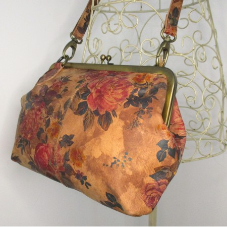 Athina Kiss clasp Handbag Floral Leather