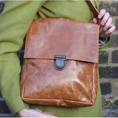 Envelope Messenger Medium Leather Tan