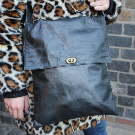Envelope Messenger Large Twister Bag Black leather