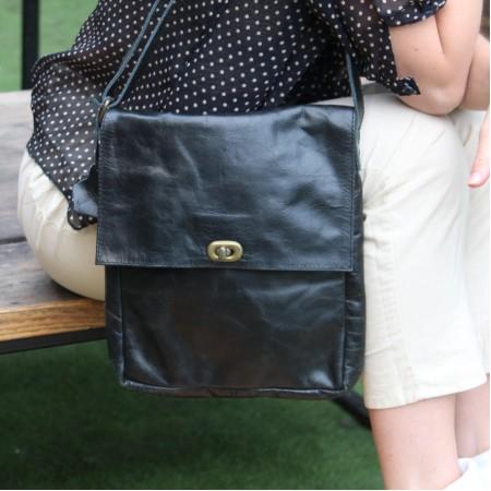 Envelope Medium Crossbody Bag Black Leather