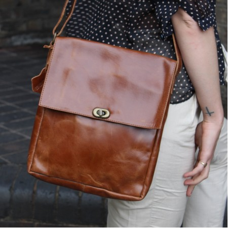 Envelope Medium Twister Bag Tan Leather