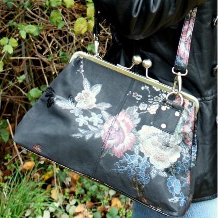 Dark Japanese Floral Print Kisslock Crossbody Handbag