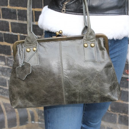 Doris Shoulder Bag Clipframe Charcoal Leather