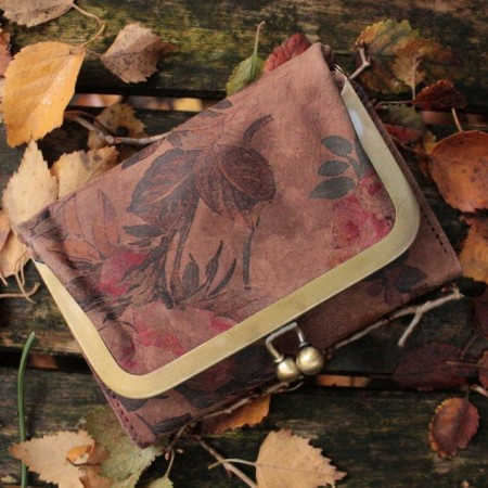 Small Evanna Wallet Kissclip Dark Floral