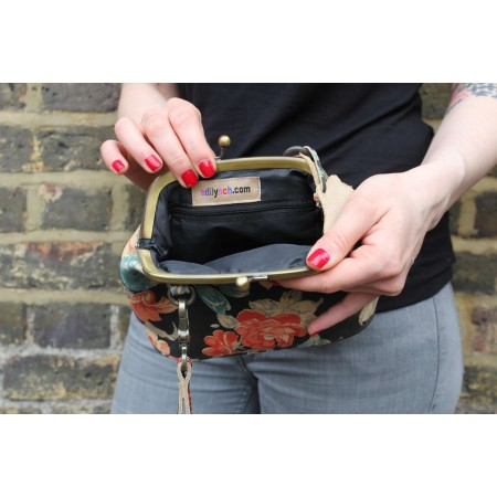 Evanna Clip Bag With Floor Black Floral Leather